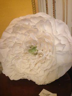 Love & Vintage, flor de papel de seda blanca