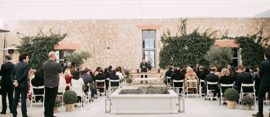 Decoración de bodas, bodas en el campo, bodas diferentes, seatingplan, papelería de boda, wedding planner madrid, ceremonias civiles, decoración de mesas, mesas imperiales, guirnalda de flores, sí quiero, anillo de compromiso, vestido de novia, novias basaldua