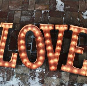 tendencias iluminación bodas, letras luminosas bodas, letras gigantes Love, wedding planner Madrid, wedding Planner Spain, tendencias de boda 2015