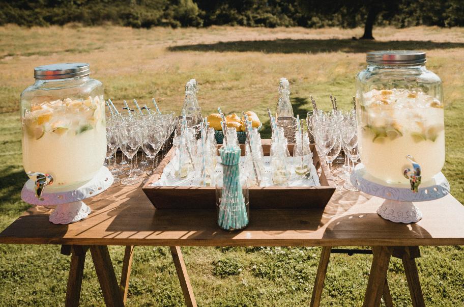 boda, bodas civiles, bodas al aire libre, boda civil, decoración boda civil, ceremonia civil al aire libre, mesa de limonada