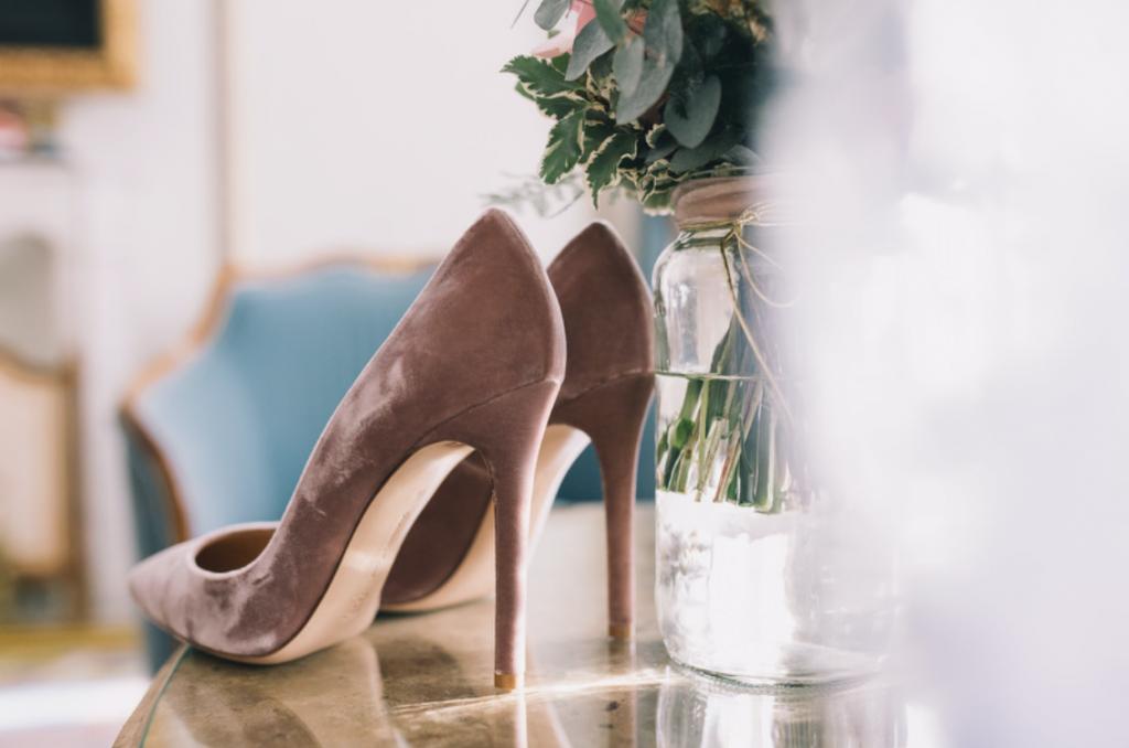 Boda urbana y elegante en el hotel Ritz de Madrid by Tu Día Perfecto Wedding Planner. Zapatos Gianvitto Rossi