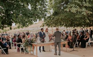 ramo de novia, boda brasileña, destination wedding Spain, bodas en el campo, bodas con encanto, ceremonias civiles, bodas con estilo, ceremonia civil en el campo